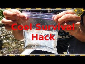 Cool Survival Hack Start a Fire with a Sandwich Bag